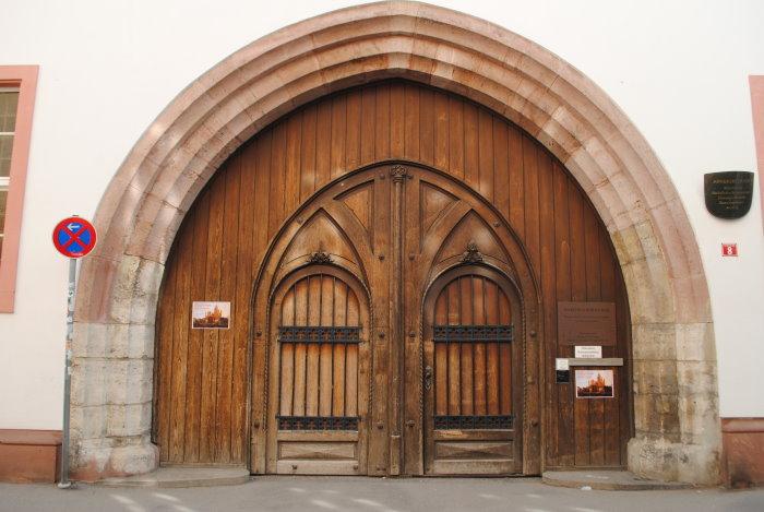 Eingangstor des Arnsburger Hofes