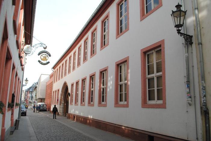 Arnsburger Hof re. - Bibliothek des bischöflichen Priesterseminars